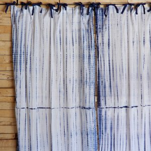 TOPANGA Shibori Curtain シボリカーテン W110xH200cm 白x紺|abracadabra