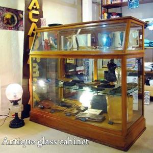 アンティークガラスキャビネット|abracadabra