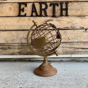 SIZE W19xD17xH28.5cm  MATERIAL ブラス/ウッド  高級感のある地球型の...