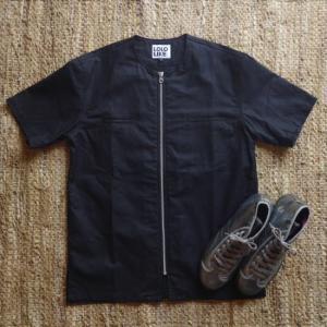 LOLOLIKE(ロロライク) 綿麻カラーレスファスナー半袖シャツ ブラック|abracadabra