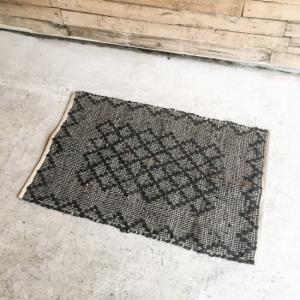 レザー裂き織りマット  60×90cm ブラック|abracadabra