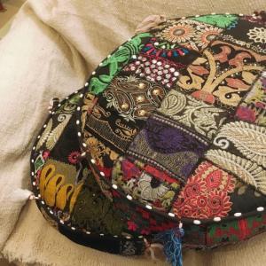 ザリ刺繍 パッチワーククッション ブラック系|abracadabra