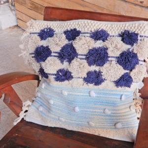 TOPANGA interior 手織りのクッションカバー ブルー 50x50cm|abracadabra