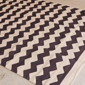 TOPANGA INTERIOR ジグザグフロアラグマット ブラック 150×230cm|abracadabra