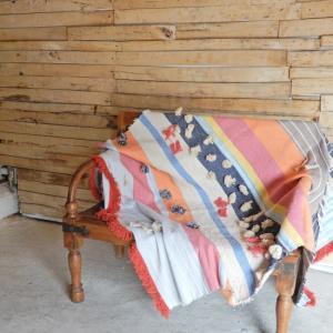 TOPANGA INTERIOR 手織りのポンポンマルチカバー マルチカラー 130×180cm|abracadabra