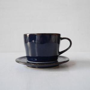 深いブルーの美濃焼カップ&ソーサー abracadabra