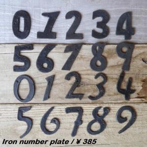 SIZE 縦幅:約5〜6.5cm 厚み:約2mm ビス穴:約3mm  横幅は数字によって異なります ...