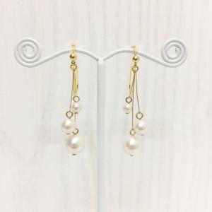 痛くないイヤリング 揺れ3連パールイヤリング ゴールド ピナチョコ|accessoryjapan
