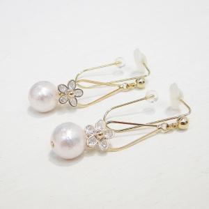 痛くないイヤリング ワイヤージルコニアフラワー シャイニーパール ピナチョコ|accessoryjapan