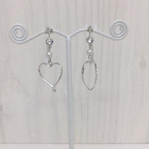痛くないイヤリング 小粒パールとラインハート シルバー ピナチョコ|accessoryjapan