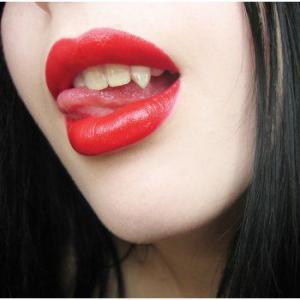 ハロウィン 吸血鬼 ドラキュラ バンパイア 牙 セクシー 仮装 グッズ 歯 付け歯 キバ ラブ・バイト|acomes
