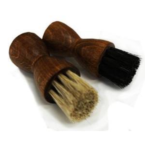 ■柔らかく弾力性に優れた馬毛を使用した 靴クリーム塗付用のブラシです。  ■皮革表面にキズをつけるこ...