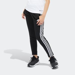 アクティブな女の子のためにデザインしたニットパンツ。 スポーツ好きな女の子に贈りたいモダンなスタイル...
