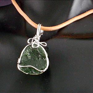 モルダバイト 隕石 ワイヤーラップ ペンダント ネックレス パワーストーン 天然石5|ai-fujinomiya