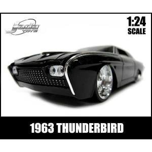 ミニカー 1/24 箱入り 1963 THUNDERBIRD...