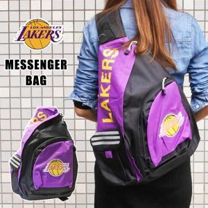 メッセンジャーバッグ ロサンゼルス・レイカーズ(パープル)アメリカ直輸入 NBA LAKERS グッズ MESSENGER BAG 斜め掛けカバン リュック バックパック|aicamu