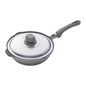 ロングセラー、「無水鍋?」の技術を活かした無水調理のできるフライパン。26cmサイズで底が広いため、...