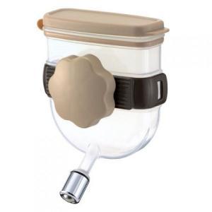 ハードキャリーに取付できるコンパクト給水器。 簡単に水の補給ができるので外出時も安心です。  下記の...