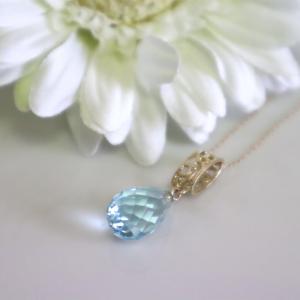 透かし模様バチカン ブルートパーズブリオレットカットのK10ゴールドペンダントトップ(ヘッド)|airejewelry