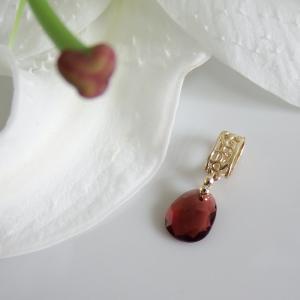 透かし模様バチカン ガーネット ランダムカットのK10ゴールドペンダントトップ(ヘッド)|airejewelry
