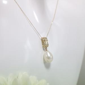 透かし模様バチカン しずく型の淡水パール K10ゴールドペンダントトップ(ヘッド)数量限定品|airejewelry
