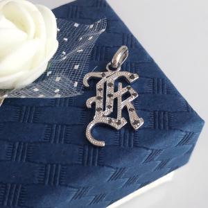 イニシャルペンダントトップ K ブラックダイヤ プラチナコーティング ユニッセックス、メンズ、ペアジュエリー|airejewelry