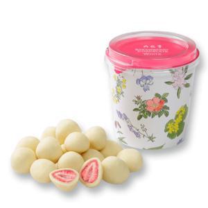 六花亭 ストロベリーチョコ ホワイト フリーズドライのストロベリーにチョコレートがコーティングされた...