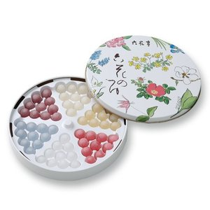 帯広の有名菓子店【六花亭】の『六花のつゆ』。 お砂糖の薄い膜に香り良いお酒を包みこんだボンボンです。...