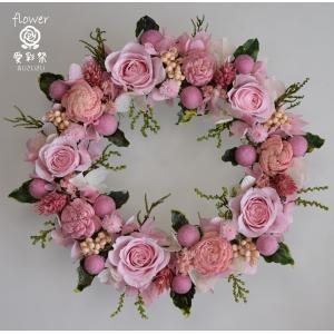 プリザーブドフラワーリース ピンクのバラにピンク系の小花 かわいらしい色合い