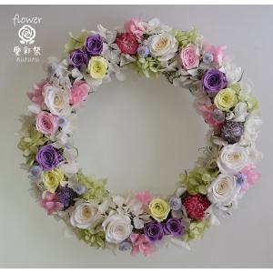 プリザーブドフラワーリース、白・紫・淡い緑のバラ、白・ピンク・淡い緑のアジサイ