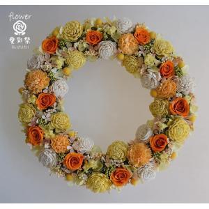オレンジ色のバラと黄色のお花のプリザーブドフラワーリース