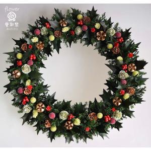 クリスマスリース、プリザーブド加工のヒイラギの葉に赤い実...