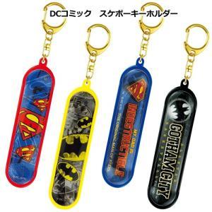 プラスト ティーズファクトリー/DCコミックス スケボーキーホルダー スケートボード型 スーパーマン バットマン(取寄せ/代引不可/ギフト不可)|ajewelry