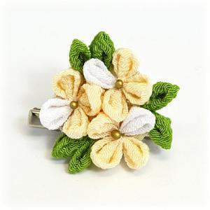 手作り つまみ細工/髪飾り 花 和装小物 ヘアアクセサリー ブローチ コサージュ  クリーム(代引不可)|ajewelry