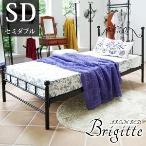 曲線のアイアンデザインや、独特のねじり装飾が特徴のアイアンベッド「Brigitte(ブリジット)」。...