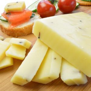 ゴーダチーズ トリュフ入 約190g前後 オランダ産チーズ メルクバス MELKBUS ナチュラルチーズ Gouda Truffle Cheese クール便発送|akt8