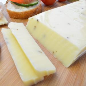 ゴーダチーズ トリュフ入 約190g前後 オランダ産チーズ メルクバス MELKBUS ナチュラルチーズ Gouda Truffle Cheese クール便発送|akt8|02