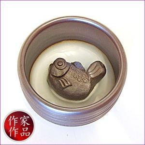 【河豚】三重県四日市市、万古焼の伝統工芸士、市川祥司作のぐいのみ湯のみです。湯のみの底にはかわいらし...