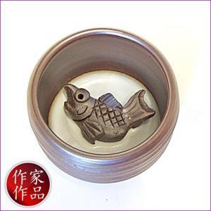 【鯛】三重県四日市市、万古焼の伝統工芸士、市川祥司作のぐいのみ湯のみです。湯のみの底にはかわいらしい...