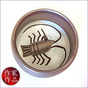 【海老】三重県四日市市、万古焼の伝統工芸士、市川祥司作のぐいのみ湯のみです。湯のみの底にはかわいらし...