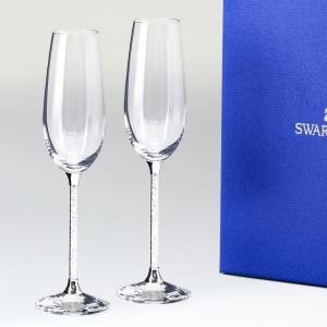 キラキラと輝くクリスタルとスワロフスキーのカットが魅力的なシャンパングラス グラスのステム(脚)部分...