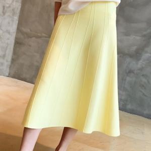 スカート レディース 40代 50代 60代 ファッション おしゃれ 女性 上品  黒  イエロー  黄色  ベージュ 立体切開 フレア ニットスカート 無地 冬 ミセス|alice-style