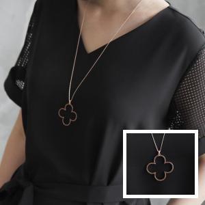 ネックレス レディース 40代 50代 60代 ファッション おしゃれ 女性 上品 赤 クローバー キュービック ロング 真鍮 高品質 ミセス|alice-style