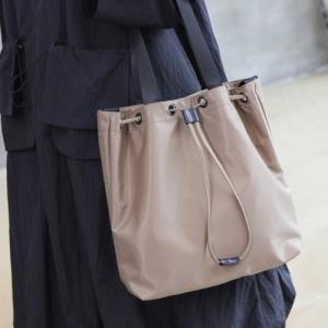 トートバッグ レディース 40代 50代 60代 ファッション おしゃれ 女性 上品  黒  ベージュ ショルダーバッグ シンプル きれいめ 無地 秋 ミセス|alice-style