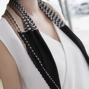 スカーフ レディース 40代 50代 60代 ファッション 女性 上品  黒 紺 青プリーツ 春 ミセス|alice-style