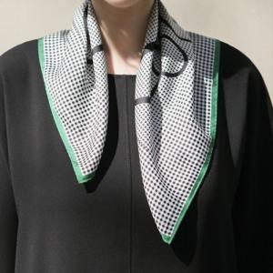 スカーフ レディース 40代 50代 60代 ファッション 女性 上品  黒チェック スクエア 四角 春 ミセス|alice-style