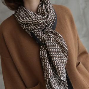 スカーフ レディース 40代 50代 60代 ファッション おしゃれ 女性 上品  黒  茶色  ベージュ 幾何学模様 秋 ミセス|alice-style
