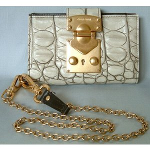 ミュウミュウ miumiu クロコ型押しチェーン付き  2つ折り財布 アイボリー mmci|allegrezza