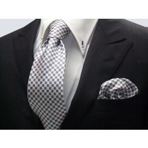 ホワイト(白)×シルバーグレーの市松模様ネクタイ&ポケットチーフセット(チーフ23cm) / 結婚式・披露宴・フォーマル・礼装/CS-IT018|allety-y