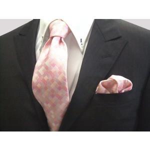 ピンクのグラデーション(4色)の市松模様ネクタイ&チーフセット(チーフ23cm) / CS-IG004|allety-y